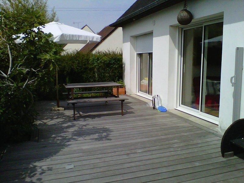 Pavillon avec terrasse et jardin, vue sur la Baronnie, vacation rental in Fontaine-Henry