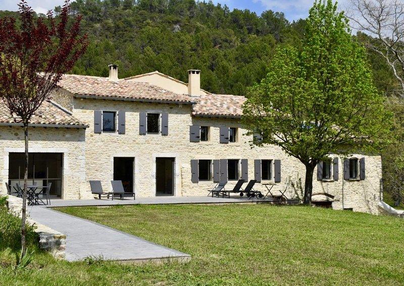 LA TANIÈRE Maison de famille Drôme provençale, Ferienwohnung in Roche-Saint-Secret-Beconne