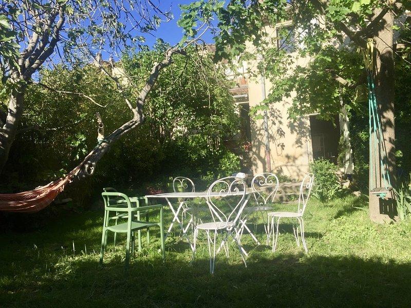 Un jardin de curé au cœur d'un village provençal, aluguéis de temporada em Saint-Martin-de-la-Brasque