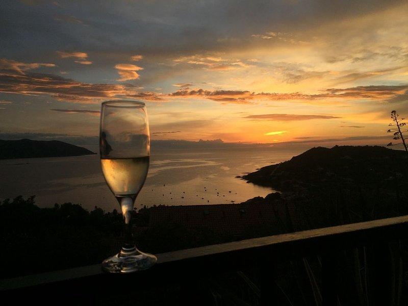 Appart 4 personnes--rénové en 2017 - vue imprenable sur la mer, holiday rental in Casaglione