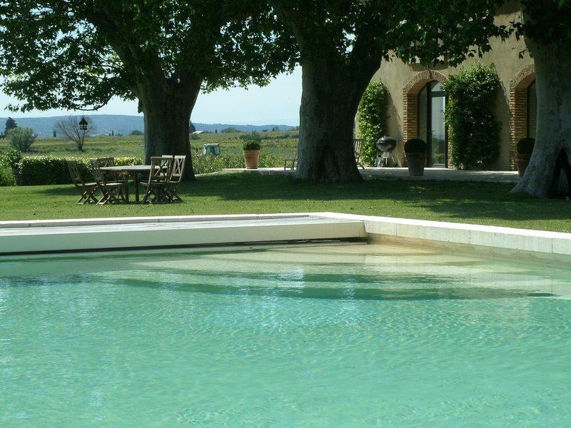 Luxueux Mas sur la route des vins en Provence (2 et 4 pers, enfants non admis), holiday rental in Cairanne