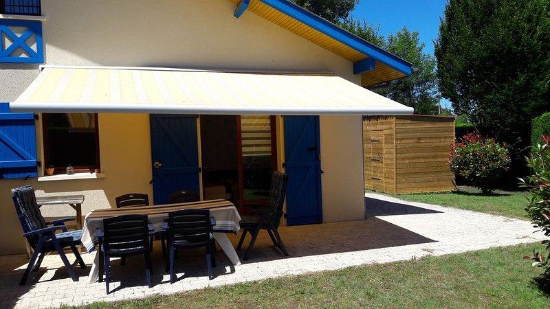 Maison  de vacances  Classée   3*** au calme avec Piscine, casa vacanza a Levignacq