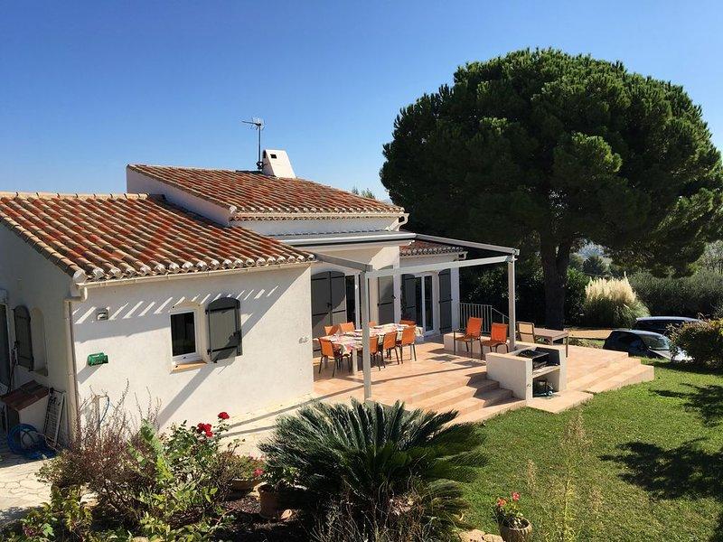 Maison familiale, mer 5km piscine clôturée chauffée, terrain clos, holiday rental in La Cadiere d'Azur