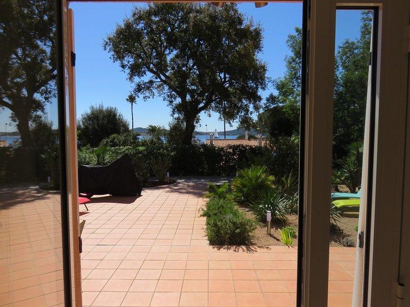 Appartement 90m² avec grande terrasse situé à 200m de la plage, vacation rental in Port Grimaud