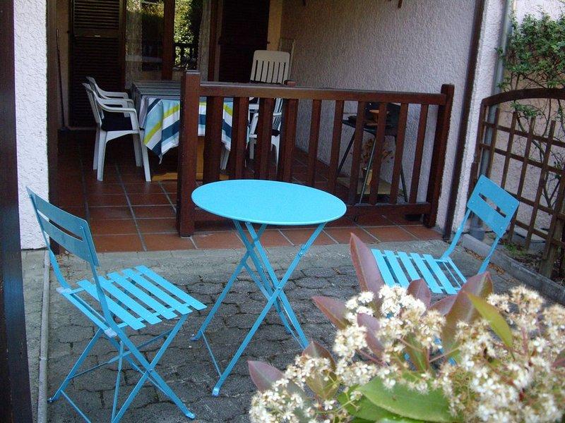 Contis-Plage, meublé 4 pers, 800m de la mer, plein pied, holiday rental in Saint-Julien-en-Born