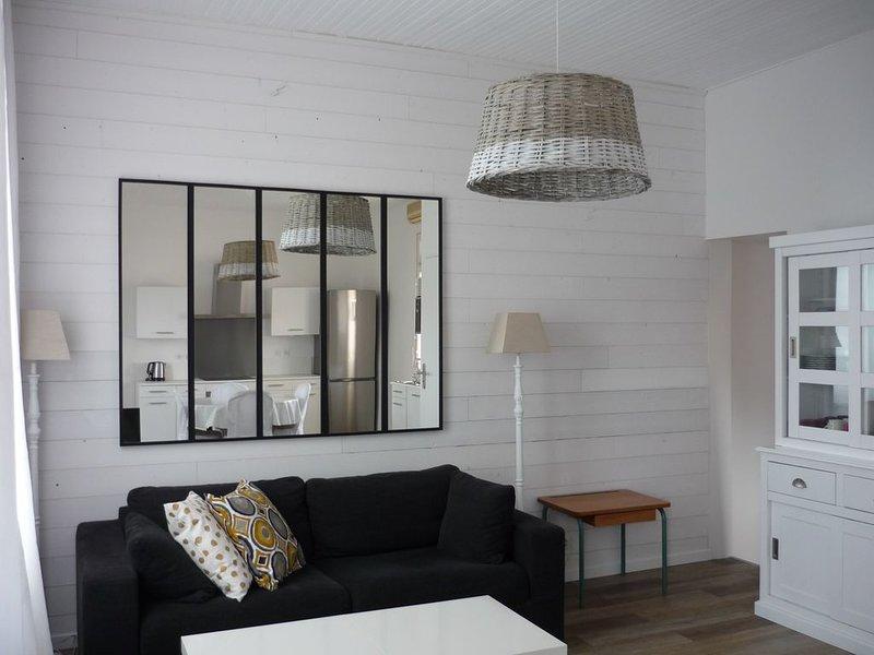 Maison bord de mer 50 m Marché, holiday rental in Saint Vivien