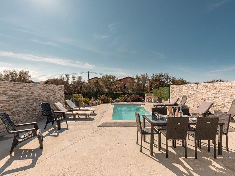 villa neuve avec piscine privée, location de vacances à Palasca