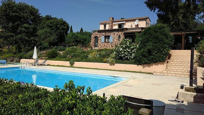 Joli appartement indépendant dans villa provençale avec piscine., holiday rental in Bagnols-en-Foret