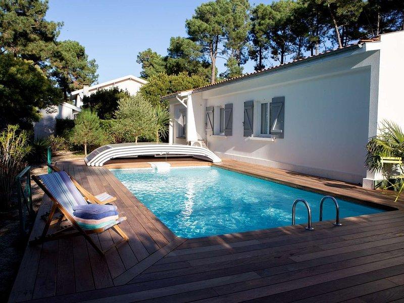 Piscine avec terrasse en bois, sans vis-à-vis
