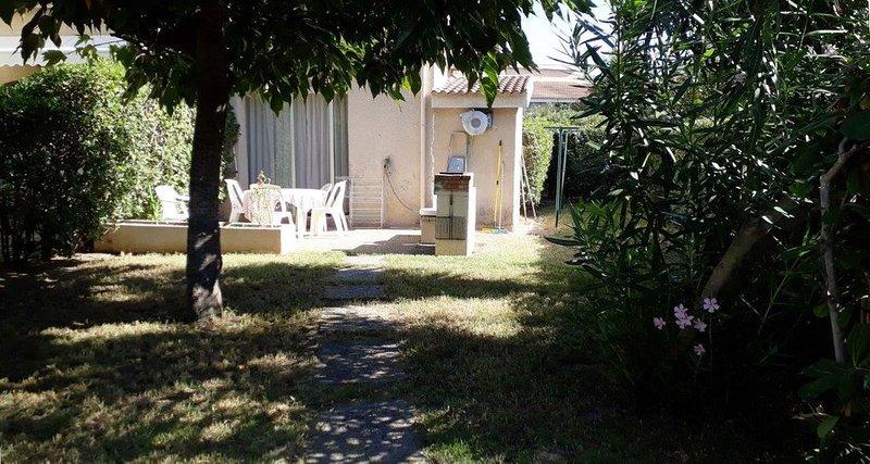 Studio meublé climatisé sur le Lido de la Marana à 100 m de la mer, alquiler de vacaciones en Borgo
