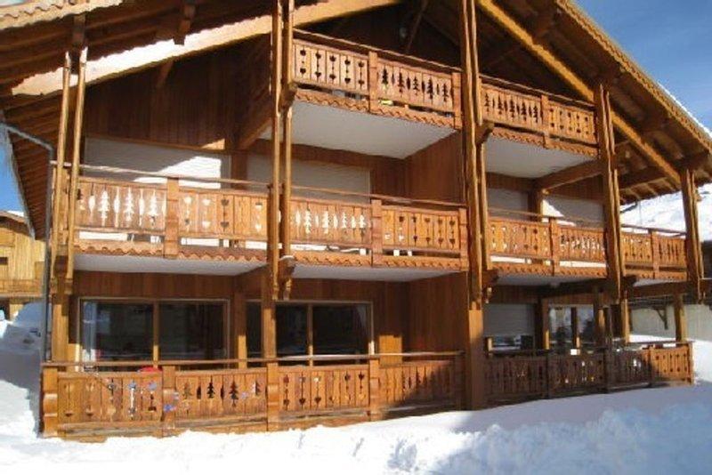 Appartement 60 m2 recent dans petit chalet a 150 m des pistes , des commerces, vacation rental in L'Alpe-d'Huez
