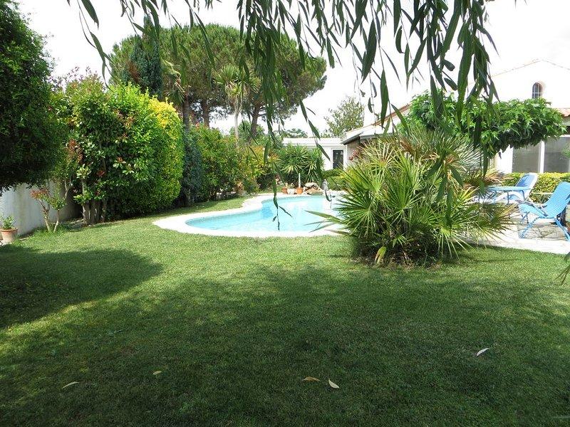 Villa au calme, située en bordure sud-est du village, aluguéis de temporada em Pinet