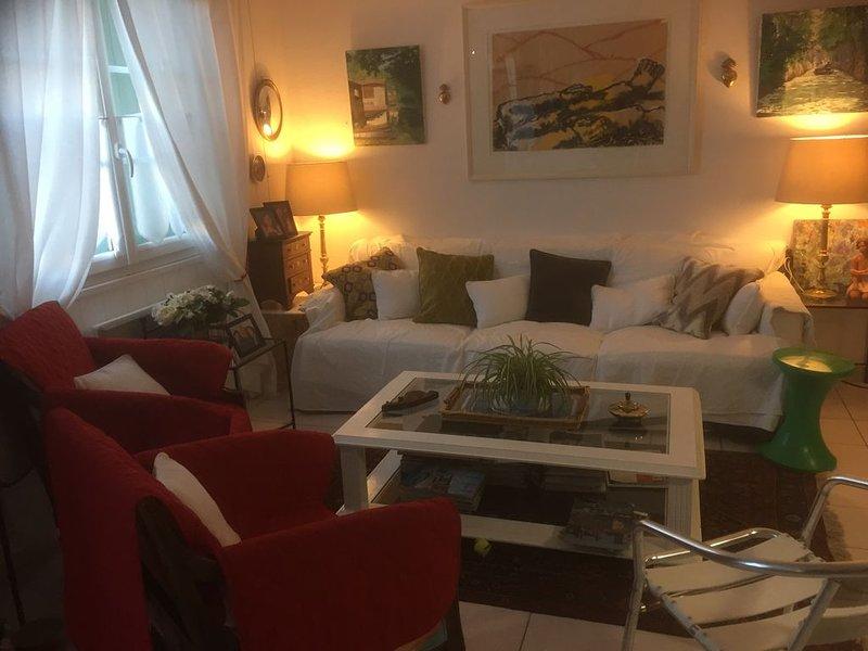 Charmant appartement de 75m2 au centre du village, holiday rental in Le Bois-Plage-en-Re