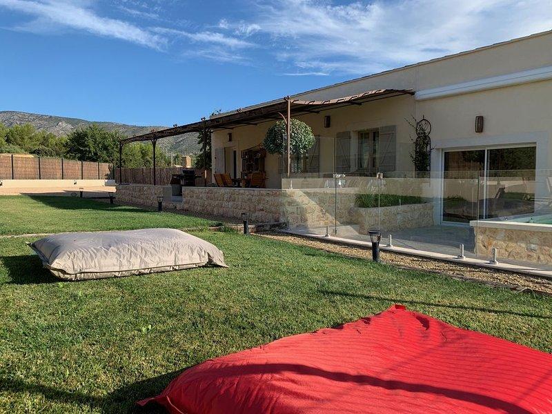 VILLA 4* AU PIED DE LA SAINTE VICTOIRE AVEC PISCINE PROCHE D'AIX EN PROVENCE, location de vacances à Pourrieres