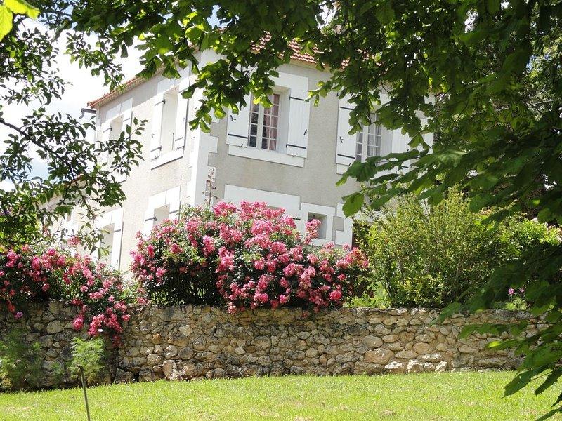 Havre de paix, entouré d'un magnifique parc,  au coeur du Périgord, holiday rental in Manzac-sur-Vern