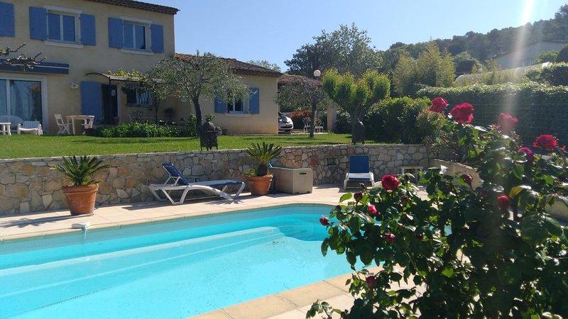 Villa calme, piscine privée, Golf à 3 minutes, chambres climatisées, vacation rental in La Roquette-sur-Siagne