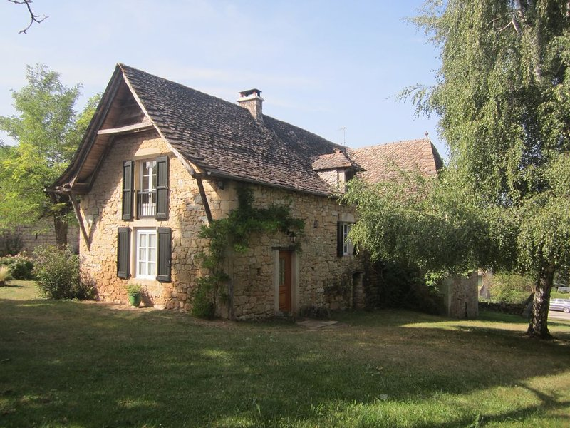 gîte 'le pigeonnier' à la campagne entre Rodez et Conques, vacation rental in Nauviale