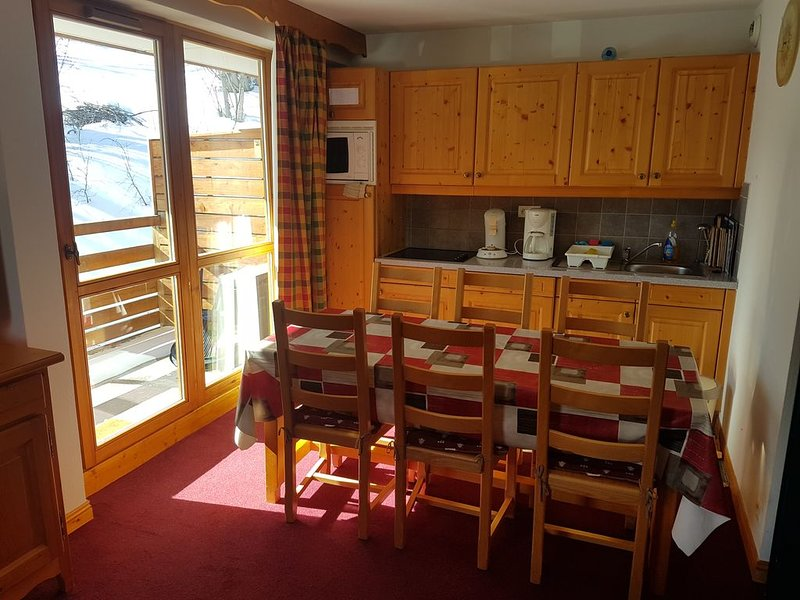 Confortable'5 personnes' proche piste et école de ski. Parking souterrain offert, holiday rental in Valloire