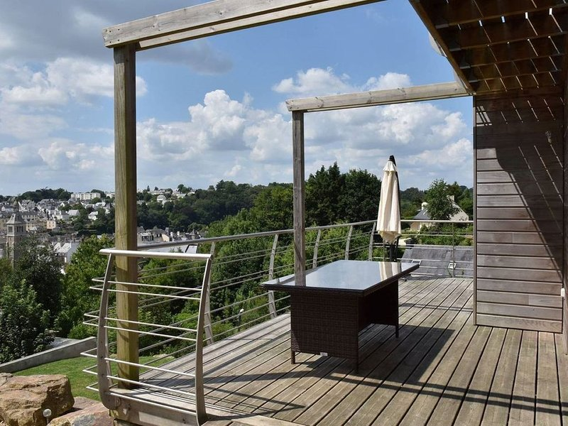 Villa  spacieuse ( 2014 ) 'Les Cerisiers' 12  Personnes, vacation rental in Quimperle