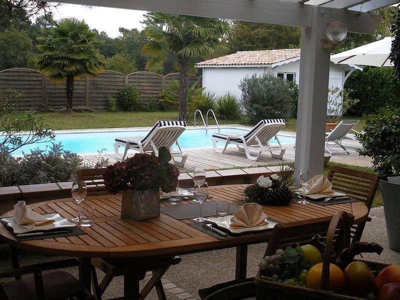 PROXIMITE BORDEAUX BELLE VILLA  AVEC PISCINE PRES DU VIGNOBLE AU CALME A CESTAS, holiday rental in Saint-Jean-d'Illac