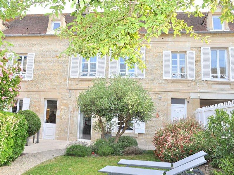 Maison de caractère 100m mer, 12 pers, holiday rental in Saint-Aubin-Sur-Mer