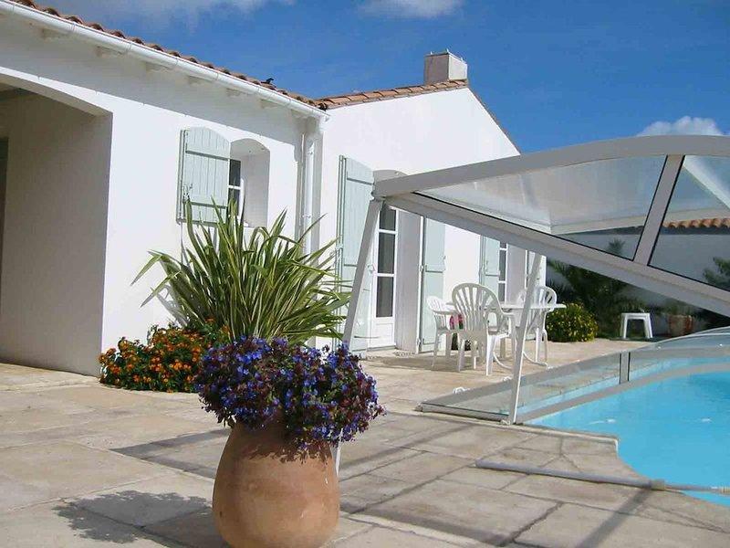 villa 8 personnes avec piscine située dans une impasse à 5 mn de la plage., holiday rental in Ars-en-Re