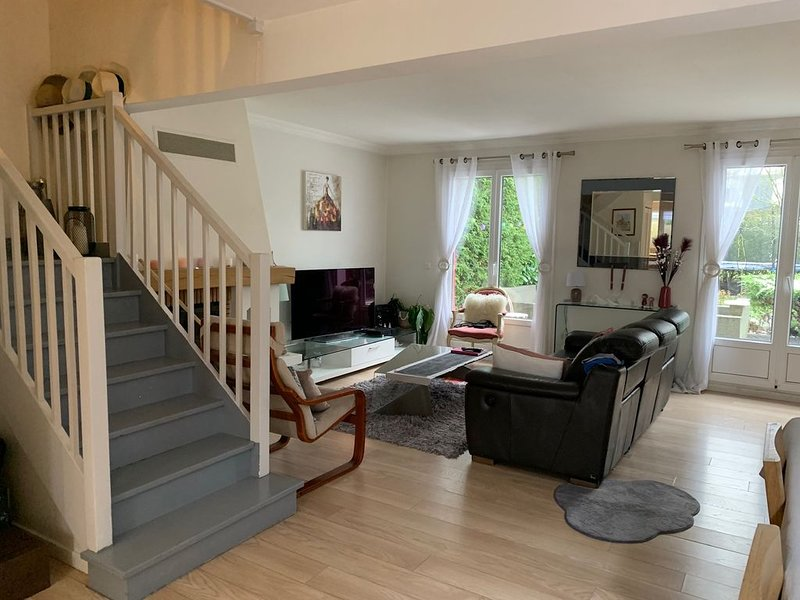 Villa à la campagne, près de PARIS, holiday rental in Ozoir-la-Ferriere