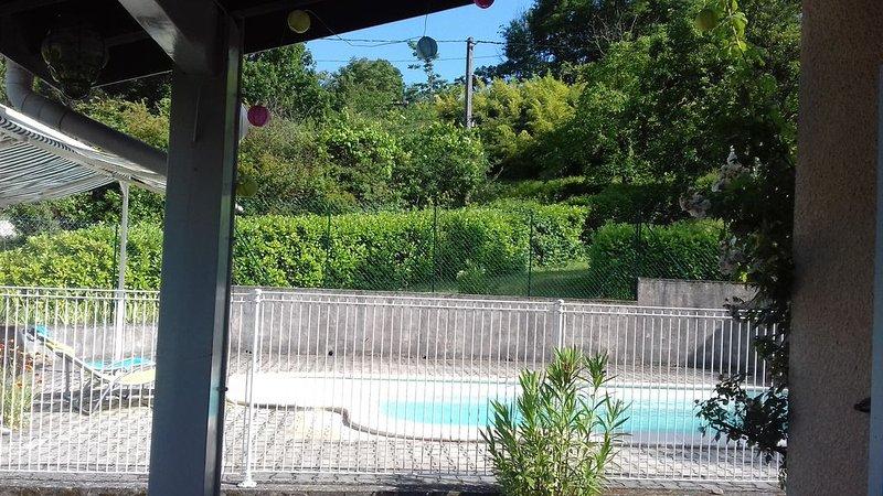 L'idéale, villa avec piscine proche rivière et commerces., vacation rental in Les Salelles