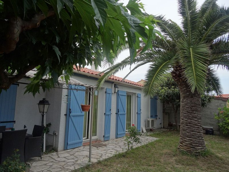 maison familiale 80 m² proche mer et montagne, holiday rental in Canohes