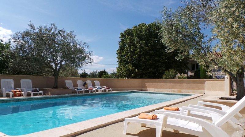 Gîte 'le Tilleul' dans mas provençal avec piscine, holiday rental in Bollene