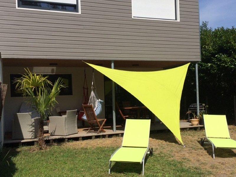 Maison Neuve de 80 m2 avec jardin situés à 6 Kms de la mer et à 2 Kms du golf, holiday rental in Saubion