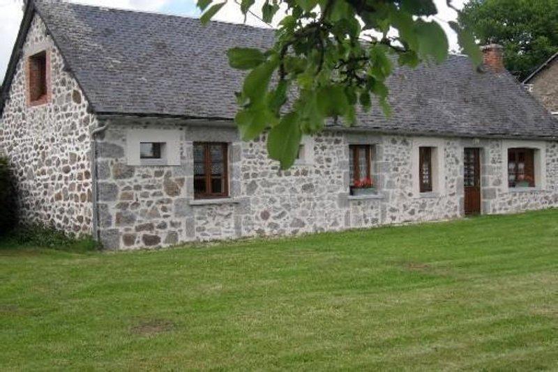 Location Gîte St Merd La Breuille - Maison De Campagne., location de vacances à Crocq