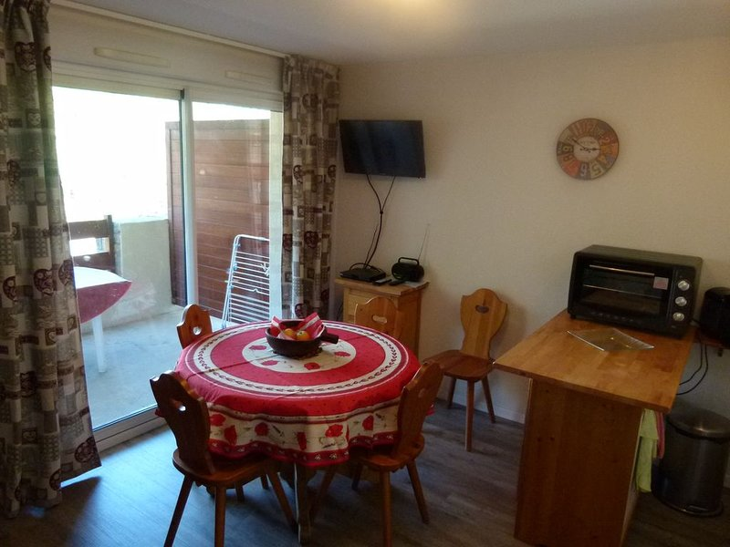 Loue appart. T2 + cabine,  5 personnes maxi dans St Lary village, proche centre., holiday rental in Saint-Lary-Soulan
