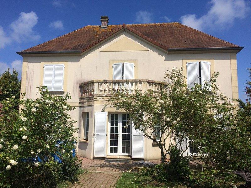 MAISON  2-4 PERS  A 5 MN DU MEMORIAL EN NORMANDIE ET PLAGE DU DEBARQUEMENT, location de vacances à Fontaine-Étoupefour