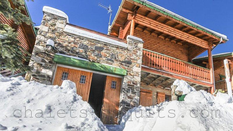 Chalet bois indépendant proche pistes Pyrénées 2000 WIFI tout confort, casa vacanza a Bolquere