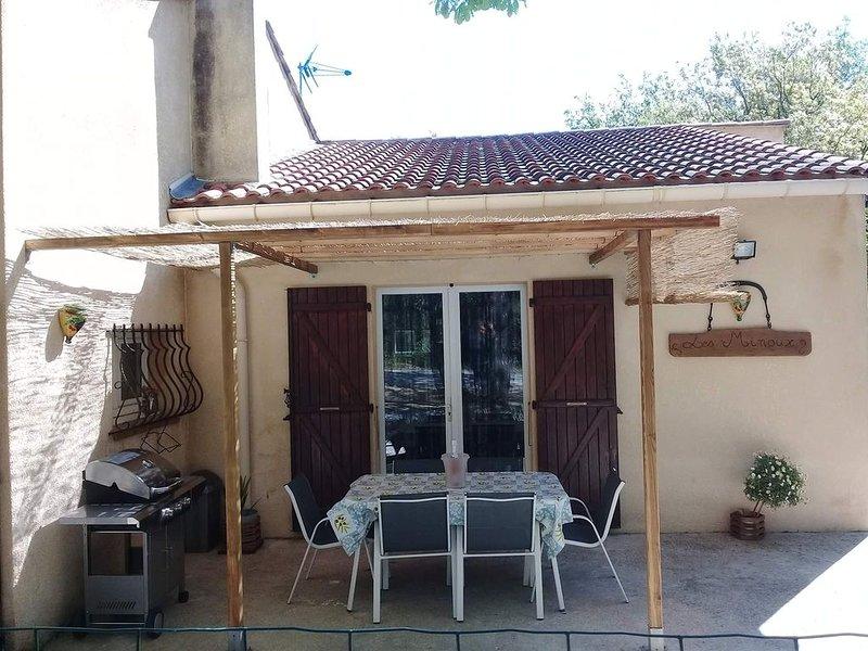 Gite 2 à 6 personnes avec piscine  dans le Gard ,aux portes des cevennes, aluguéis de temporada em Saint-Julien-de-Cassagnas