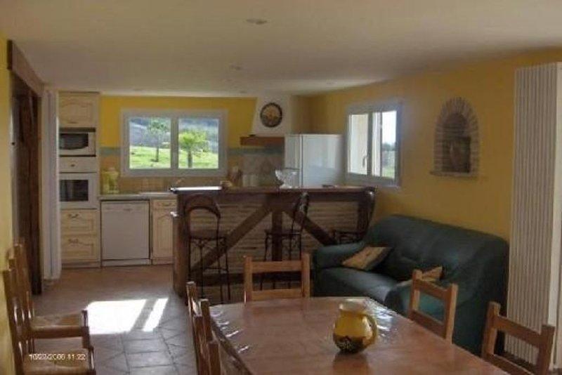 Maison de 175m², piscine privée, chauffée avec abri haut et jardin de 5000m², holiday rental in Villereal