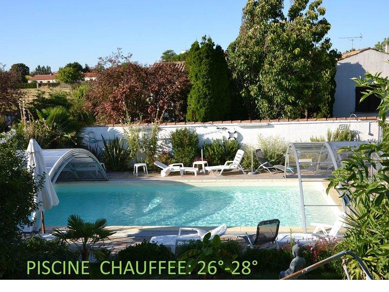 STUDIO 26M2  -Terrasse - PISCINE CHAUFFEE  - 4 mn PLAGE -5 mn La ROCHELLE, vacation rental in La Jarrie