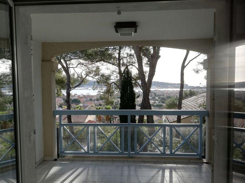 Appartement T2 avec vue sur mer et piscine, holiday rental in Tamaris-sur-Mer