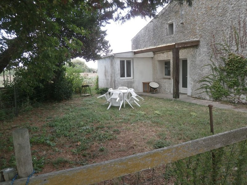 GITE A LA FERME TRES SYMPA PECHE ET TRANQUILITE, holiday rental in Chaillevette