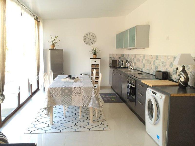 LES OLIVIERS DU MAS BLEU ENTRE NIMES ET MONTPELLIER, holiday rental in Saint-Christol