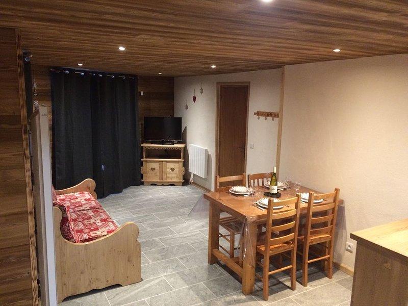 Appartement de style montagnard la Datcha 2 (4-5 personnes), alquiler de vacaciones en Ala di Stura