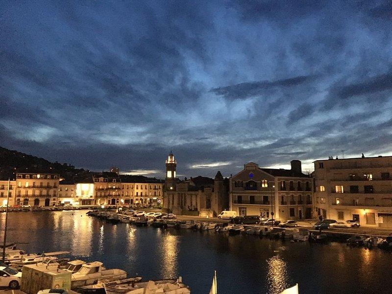 Appartement tout confort rénové sur canal, clim, wifi, vacation rental in Sete