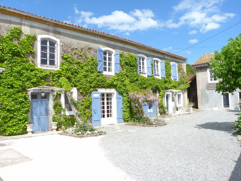 Naturaform centre de bien-être et ses chambres d'hôtes, holiday rental in Sauveterre-de-Comminges