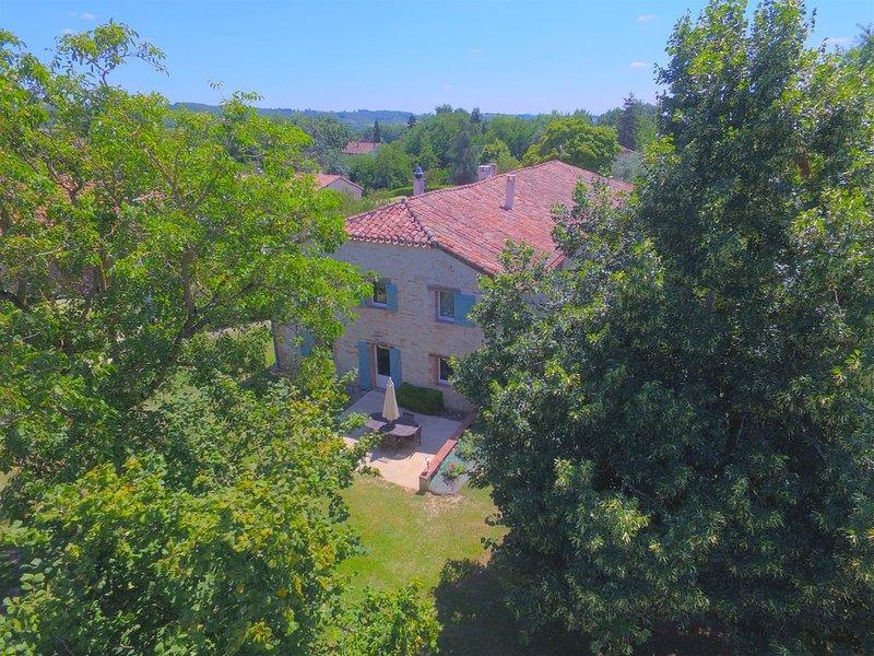 Sud Ouest en Gascogne, Parc arboré avec Piscine, calme  confort proche Auvillar, holiday rental in Saint-Arroumex