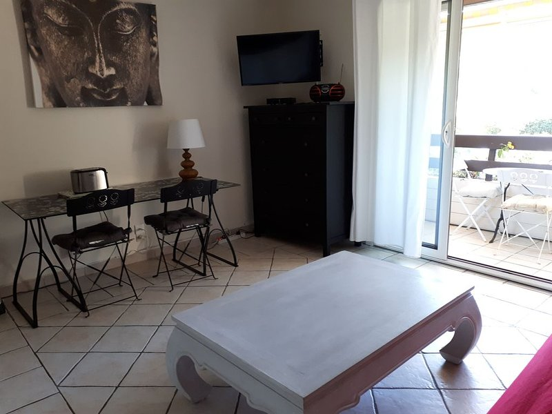 Agréable Appartement à La Croix Valmer à 400 M De La Plage., location de vacances à La Croix Valmer
