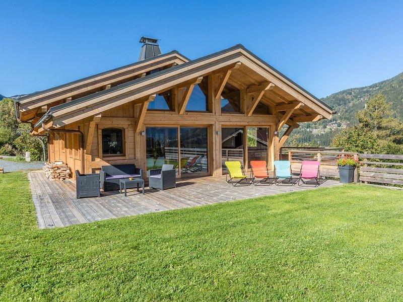 Grand Chalet neuf de standing vallée de Chamonix, holiday rental in Les Houches