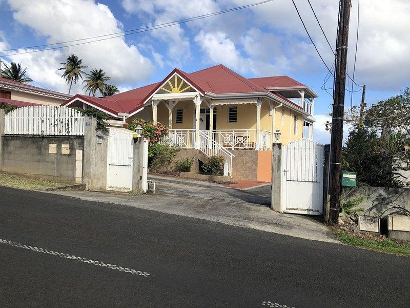 Jolie villa de très bon standing avec vue sur mer et Montagne, holiday rental in Vieux-Fort