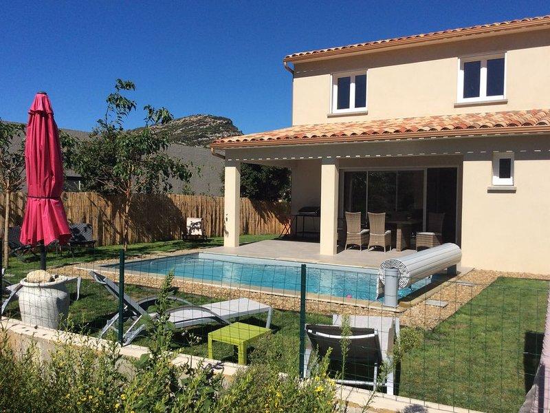 MAISON BELLA VISTA VUE MONTAGNE AVEC PISCINE CHAUFFÉE, location de vacances à Poggio-d'Oletta