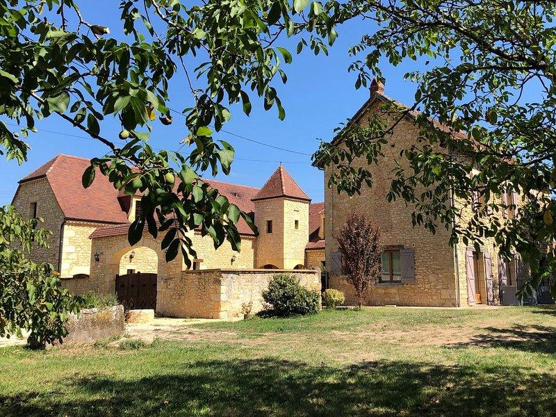 Gîte de Charme 'Les pierres de Tiphaine' à Montignac-Lascaux, holiday rental in Auriac-du-Perigord